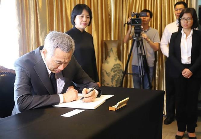 Lễ viếng Chủ tịch nước Trần Đại Quang tại các nước ảnh 12