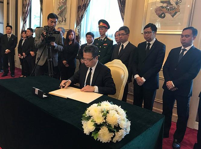 Lễ viếng Chủ tịch nước Trần Đại Quang tại các nước ảnh 16