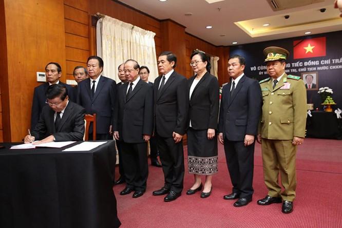 Lễ viếng Chủ tịch nước Trần Đại Quang tại các nước ảnh 2