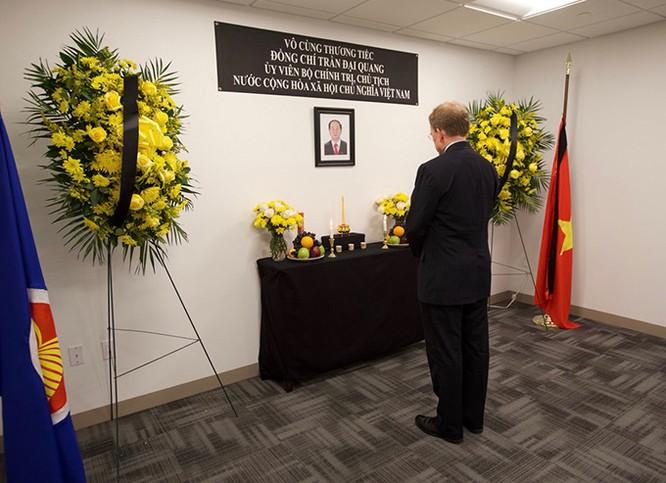 Lễ viếng Chủ tịch nước Trần Đại Quang tại các nước ảnh 7