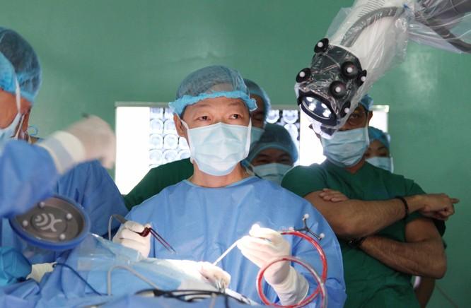 Việt Nam thực hiện thành công ca mổ u não đầu tiên bằng robot tại châu Á ảnh 1