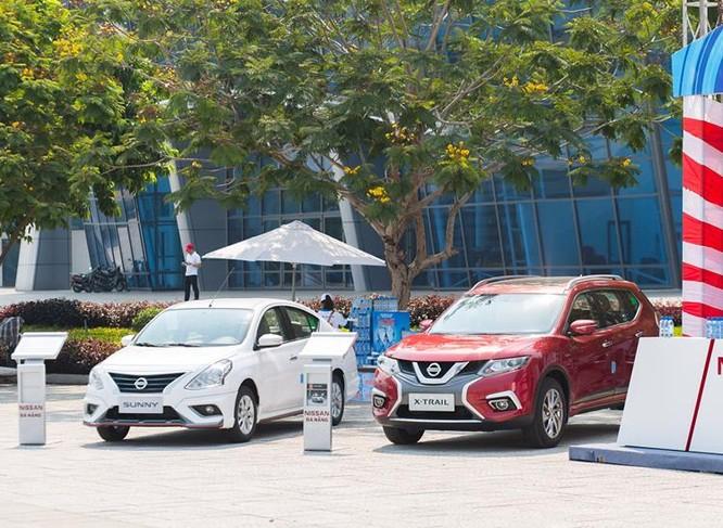 Sunny (trái) và X-Trail, hai mẫu xe lắp ráp tại Đà Nẵng của liên doanh Nissan Việt Nam. Ảnh: Nissan