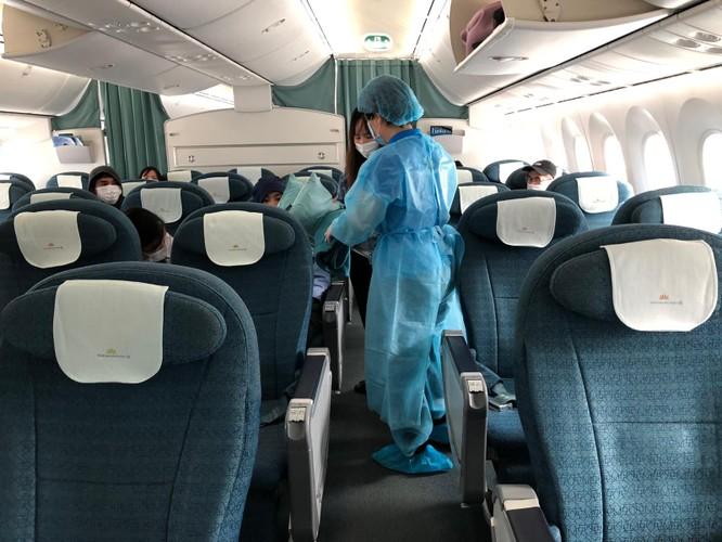 Đưa 12 công dân Việt Nam mắc kẹt tại Nhật Bản hồi hương ảnh 1