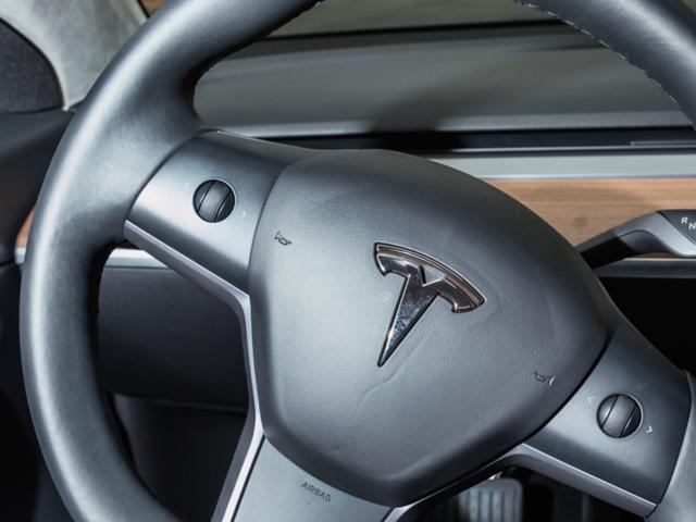 Nội thất độc nhất vô nhị của Tesla Model 3 ảnh 6