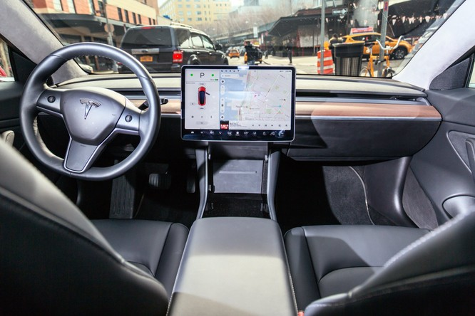 Nội thất độc nhất vô nhị của Tesla Model 3 ảnh 3