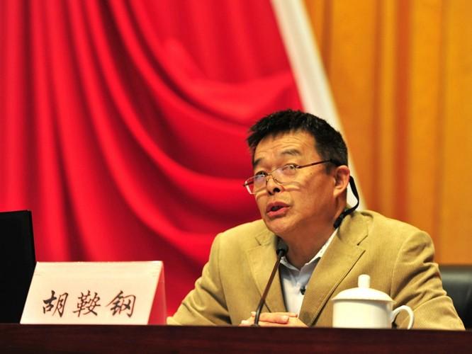 """Bài 2: GS Hồ An Cương và thuyết """"Trung Quốc đã vượt Mỹ"""" bị phê phán tơi bời"""