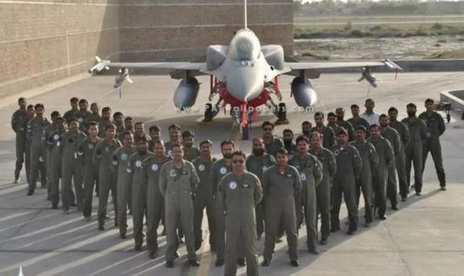 Mỹ bất ngờ cắt viện trợ quân sự vì Pakistan ngả sang Trung Quốc ảnh 1