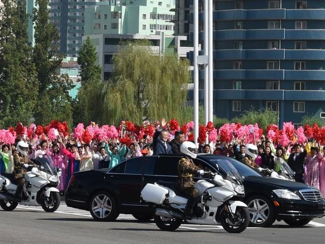 Bất ngờ trong lễ đón Tổng thống Moon Jae In tại Bình Nhưỡng ảnh 8