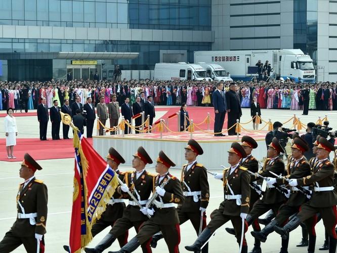 Bất ngờ trong lễ đón Tổng thống Moon Jae In tại Bình Nhưỡng ảnh 7