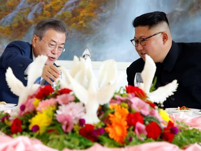 Lãnh đạo hai miền Triều Tiên ký tuyên bố lịch sử chấm dứt chiến tranh trên bán đảo ảnh 1