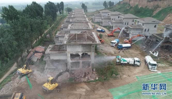 """Xây dựng trái phép trên """"Long mạch"""", hàng loạt quan chức Trung Quốc ngã ngựa ảnh 1"""