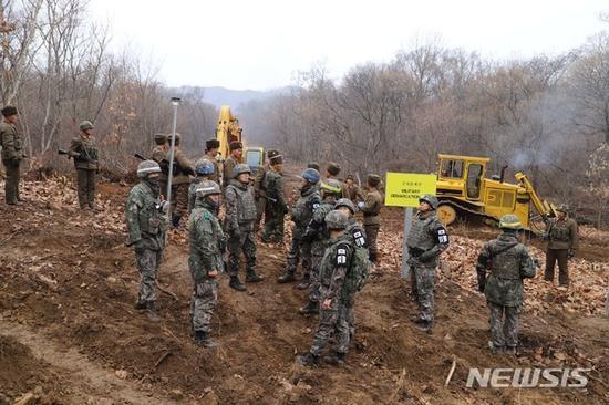 Triều Tiên cho nổ chốt gác, cải thiện quan hệ với Hàn Quốc ảnh 2