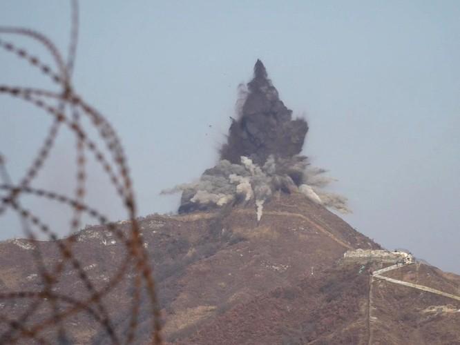 Triều Tiên cho nổ chốt gác, cải thiện quan hệ với Hàn Quốc ảnh 6