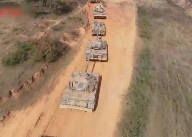 Trung Quốc tập trận gần biên giới Việt Nam, xe tăng kiểu mới Type-15 lần đầu lộ diện ảnh 1