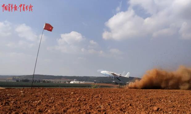 Trung Quốc tập trận gần biên giới Việt Nam, xe tăng kiểu mới Type-15 lần đầu lộ diện ảnh 3