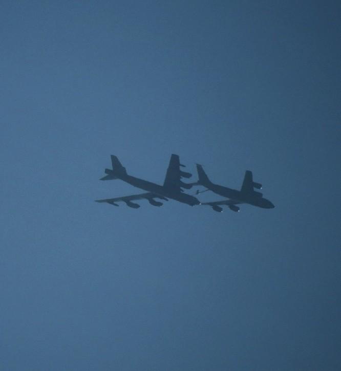 """Mỹ ồ ạt triển khai 6 """"Pháo đài bay"""" B-52 tới châu Âu để đối phó Nga ảnh 3"""