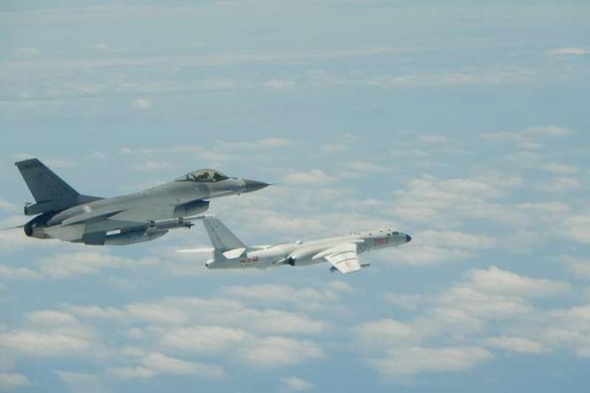 Trung Quốc trang bị cho Hạm đội Nam Hải loại máy bay ném bom chiến lược mới H-6J để ứng phó tình hình Biển Đông ảnh 6