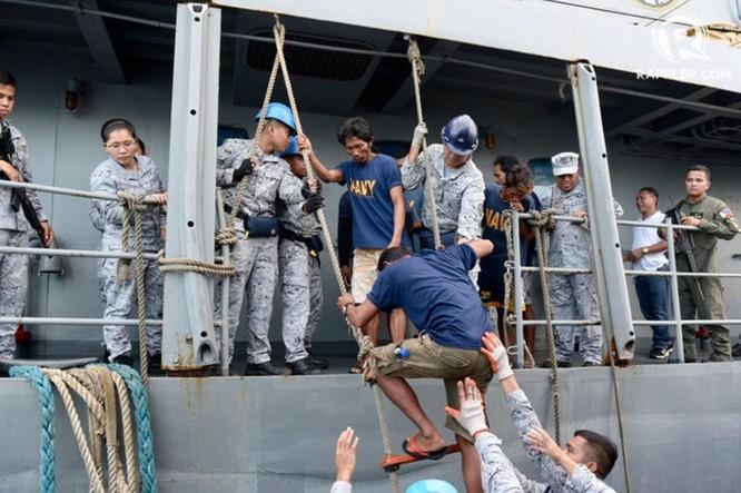 Tuy đã thừa nhận vụ việc, Bắc Kinh vẫn nói tàu Trung Quốc không cố ý đâm chìm tàu và không bỏ mặc ngư dân Philippines ảnh 3