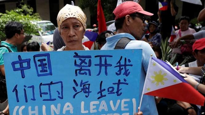 """Trung Quốc: Vụ đâm chìm tàu cá Philippines là """"sự cố ngoài ý muốn"""", không nên """"chính trị hóa"""" ảnh 4"""