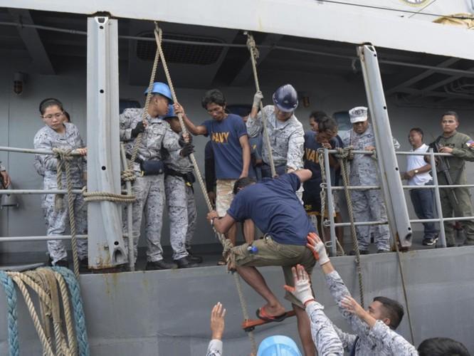 Vụ tàu Trung Quốc đâm chìm tàu Philippines: Viện trưởng Ngô Sĩ Tồn muốn đổ vấy cho tàu Việt Nam ảnh 7
