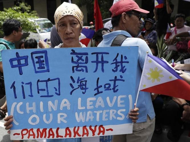 Vụ tàu Trung Quốc đâm chìm tàu Philippines: Viện trưởng Ngô Sĩ Tồn muốn đổ vấy cho tàu Việt Nam ảnh 9