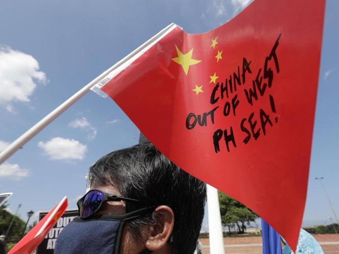 Vụ tàu Trung Quốc đâm chìm tàu Philippines: Viện trưởng Ngô Sĩ Tồn muốn đổ vấy cho tàu Việt Nam ảnh 11