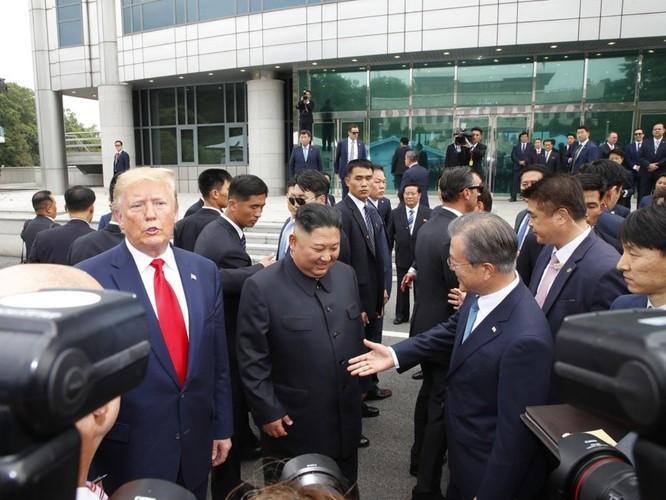 Hình ảnh cuộc gặp lịch sử Donald Trump – Kim Jong Un tại Khu phi quân sự Hàn – Triều ảnh 7