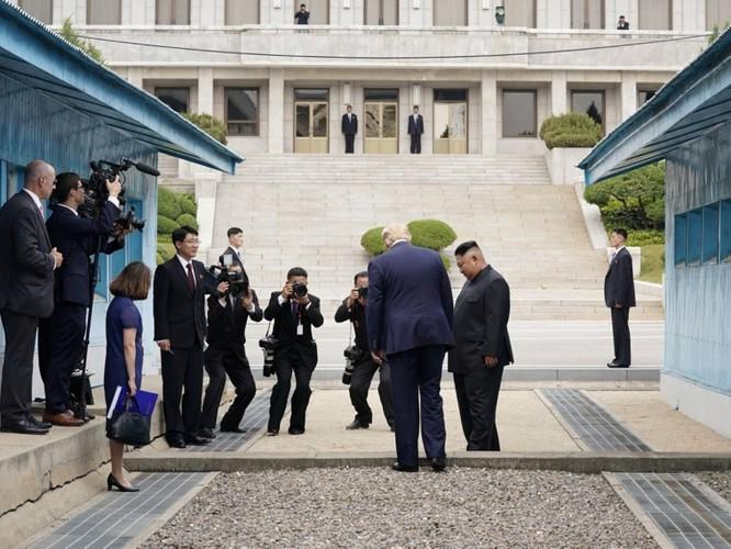 Hình ảnh cuộc gặp lịch sử Donald Trump – Kim Jong Un tại Khu phi quân sự Hàn – Triều ảnh 2