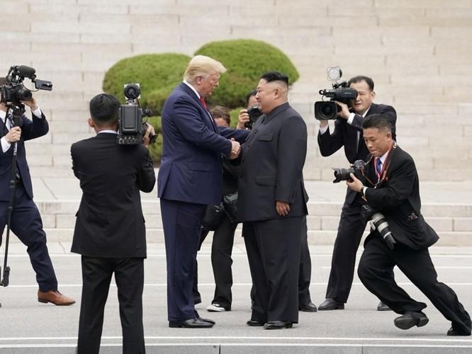 Hình ảnh cuộc gặp lịch sử Donald Trump – Kim Jong Un tại Khu phi quân sự Hàn – Triều ảnh 4
