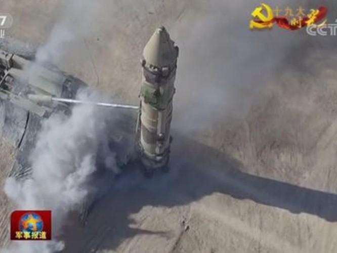 """Trung Quốc phóng thử tên lửa """"Sát thủ tàu sân bay"""" ra Biển Đông? ảnh 4"""