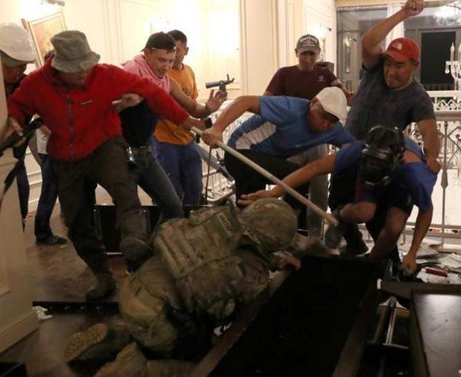 Kyrgyzstan – bắt hụt cựu tổng thống Atambayev, 36 người thương vong ảnh 2