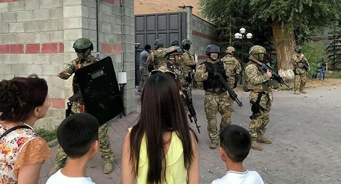 Kyrgyzstan – bắt hụt cựu tổng thống Atambayev, 36 người thương vong ảnh 3