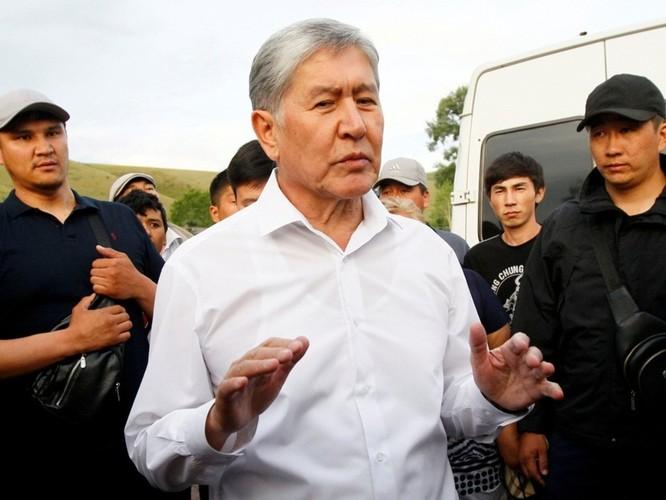 Kịch chiến ở Kyrgyzstan: 1000 cảnh sát đặc nhiệm tấn công, cựu tổng thống Atambayev bị bắt ảnh 1