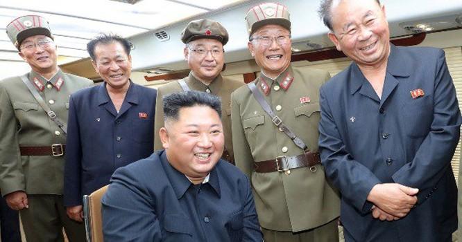 Bí ẩn về loại vũ khí mới mà ông Kim Jong-un vừa trực tiếp chỉ huy phóng thử ảnh 2