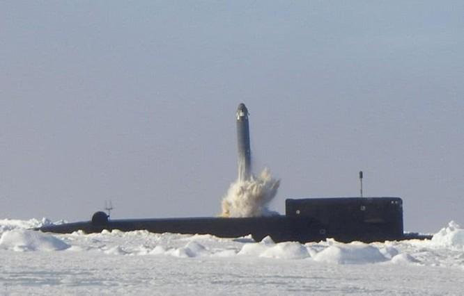 """""""Đáp lễ"""" Mỹ, Nga phóng 2 tên lửa đạn đạo từ tàu ngầm hạt nhân chiến lược ảnh 2"""
