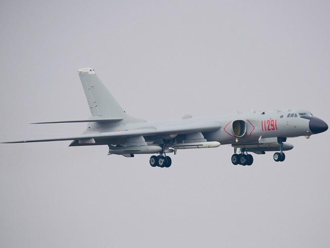 Lộ diện hình ảnh mẫu cải tiến mới nhất H-6N của máy bay ném bom chiến lược Trung Quốc ảnh 4