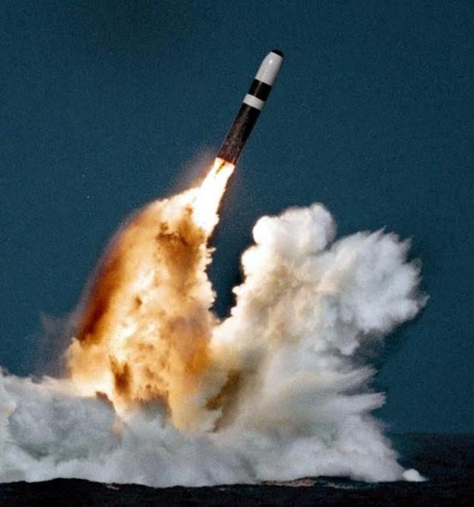 Liên tiếp phóng tên lửa đạn đạo từ tàu ngầm, Mỹ gây sức ép với Nga ảnh 2
