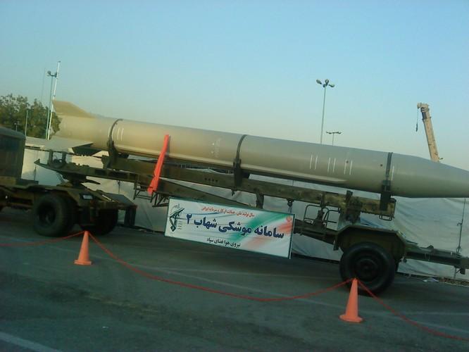 Xung quanh vụ Iran cảnh báo tấn công tên lửa các căn cứ và tàu sân bay Mỹ trong khu vực ảnh 2