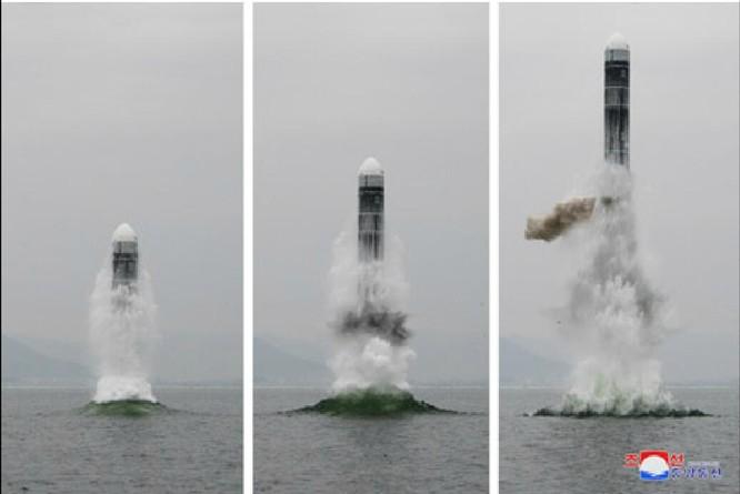 Triều Tiên gây rúng động bởi việc phóng tên lửa đạn đạo từ tàu ngầm ảnh 1