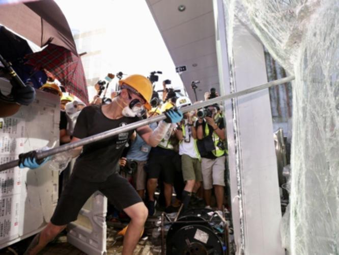 """Các triệu phú Hồng Kông đang đua nhau """"tháo chạy"""" khỏi xứ Cảng Thơm ảnh 1"""