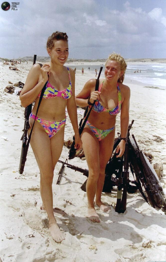 Mang súng khi diện bikini - Vén bức màn bí ẩn về lực lượng nữ binh Israel ảnh 1