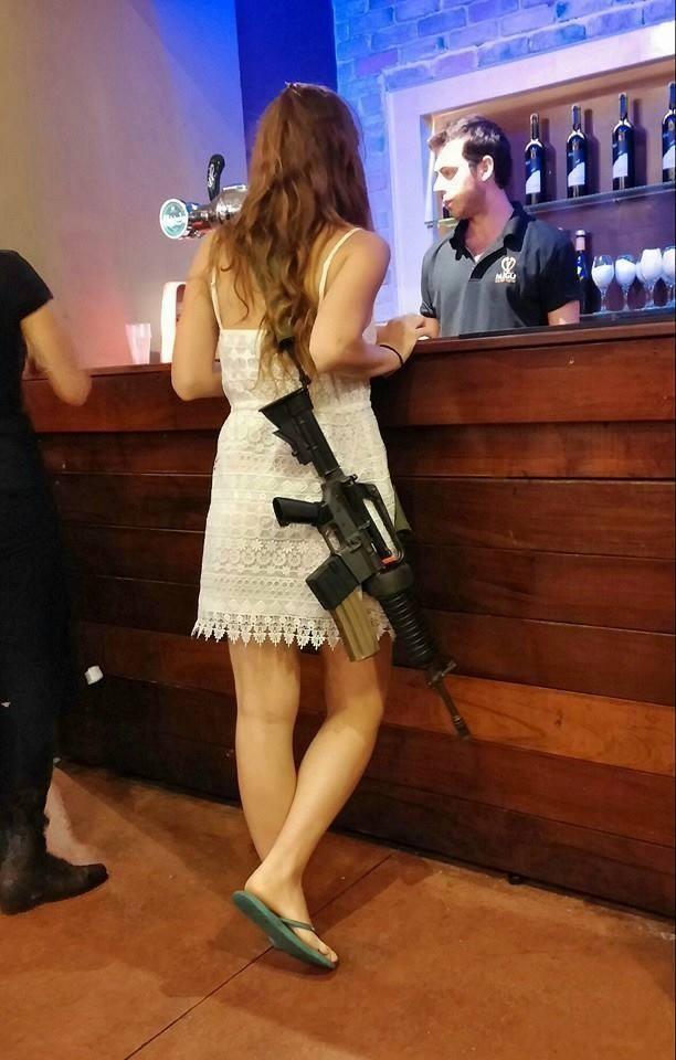 Mang súng khi diện bikini - Vén bức màn bí ẩn về lực lượng nữ binh Israel ảnh 2