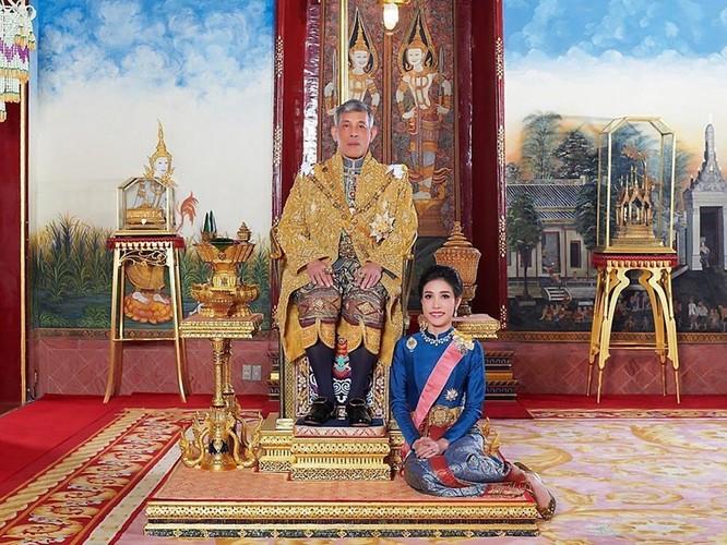 """Phạm tội bất trung với nhà vua và âm mưu tiếm ngôi Hoàng hậu, """"Hoàng quý phi"""" Thái Lan bị phế truất ảnh 1"""