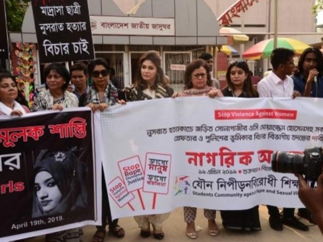 Tòa án Bangladesh kết án tử hình 16 người vì thiêu chết nữ sinh tố giác hiệu trưởng nhà trường xâm hại tình dục ảnh 1