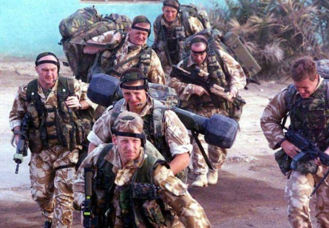 Lực lượng đặc biệt Anh bất ngờ xuất hiện ở Manbij, Thổ Nhĩ Kỳ tức giận dọa tấn công ảnh 1