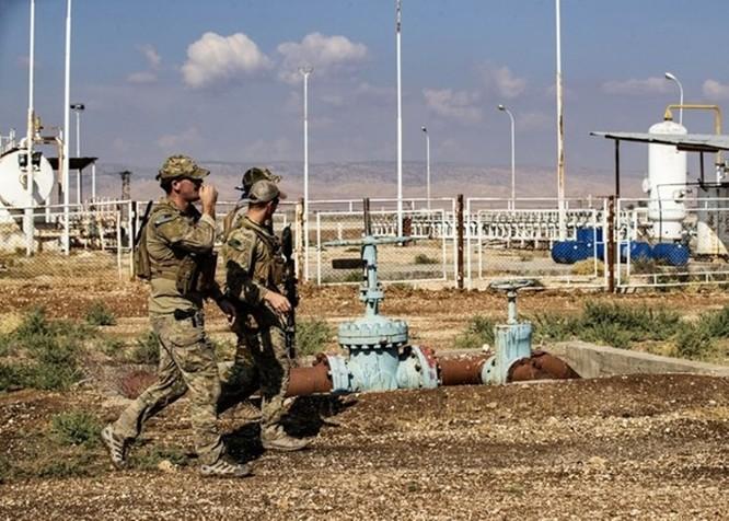 Quân đội Mỹ lần đầu tiên tuần tra chung với lực lượng SDF của người Kurd ở biên giới Syria - Thổ Nhĩ Kỳ sau khi tuyên bố rút quân ảnh 1