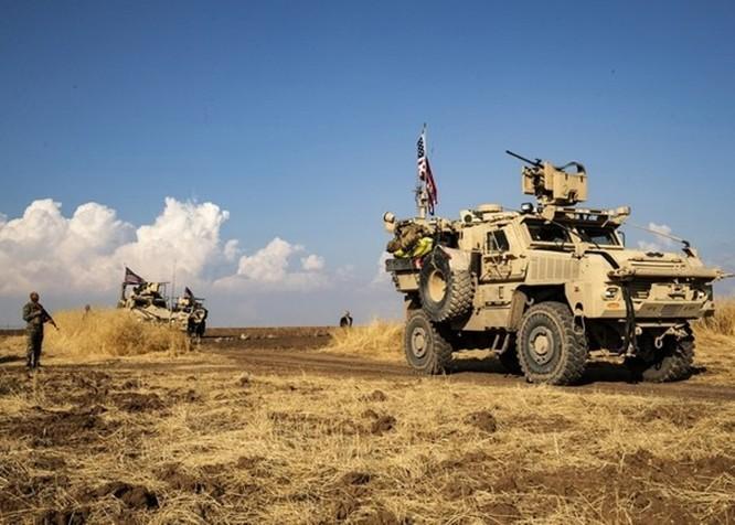 Quân đội Mỹ lần đầu tiên tuần tra chung với lực lượng SDF của người Kurd ở biên giới Syria - Thổ Nhĩ Kỳ sau khi tuyên bố rút quân ảnh 3