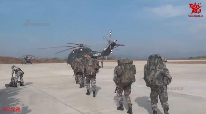 Diễn tập đột kích Hồng Kông, máy bay trực thăng chở quân đâm vào núi, 11 quân nhân Trung Quốc tử nạn ảnh 4