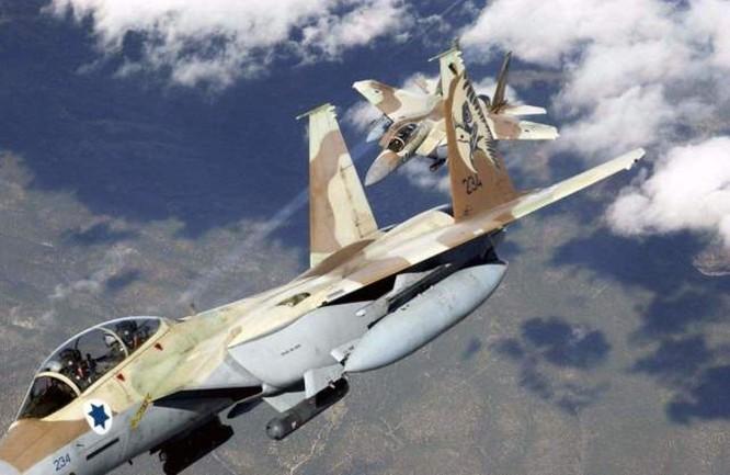 Syria lần đầu tiên sử dụng tên lửa phòng không S-300 bắn hạ 3 máy bay không người lái Israel, Tel Aviv dọa trả thù, Moscow cảnh báo chớ đùa với lửa ảnh 3