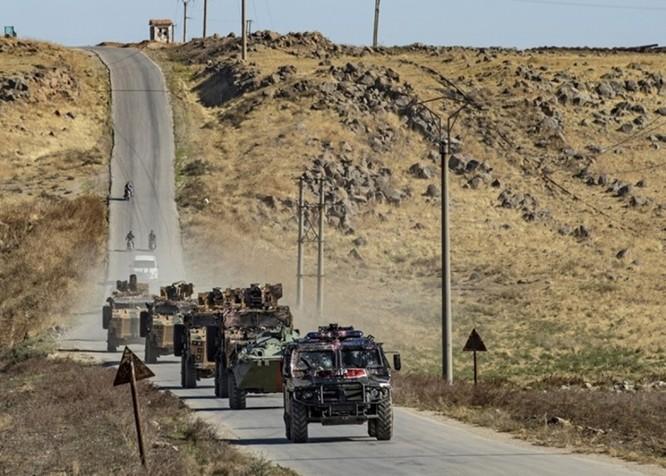 Liên quân Nga – Thổ Nhĩ Kỳ tuần tra chung ở Bắc Syria bị dân chúng người Kurd tấn công bằng gạch đá ảnh 4